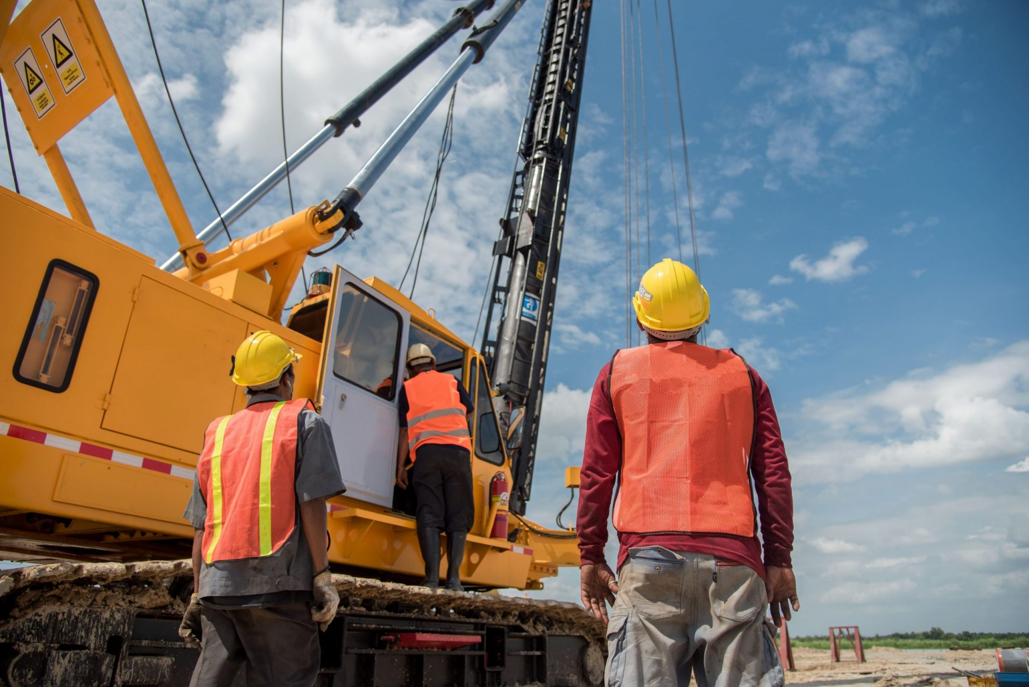 Heavy-Equipment-Construction-Site-Safety-Tips